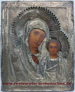 """Zustand vor dem Restaurierung eine russische Ikone """"Gottesmutter von Kasan"""" mit Verkleidung"""